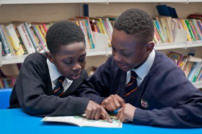 kids-reading-decodable-books